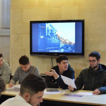 Aymeric présente les travaux de son groupe sur l'affaire Dreyfus