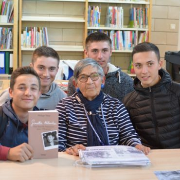 Thibault, Ximun, Trystan et Nicolas de 2CE avec Ginette Kolinka