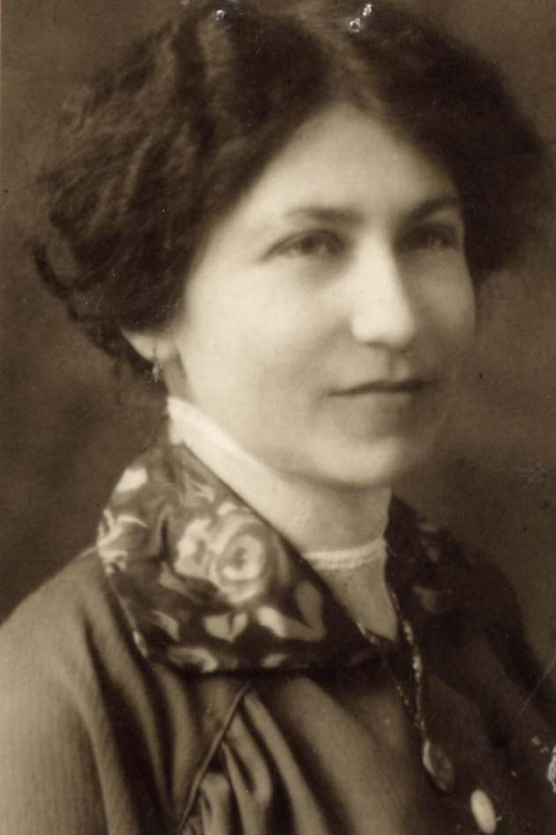 Adèle Hanau